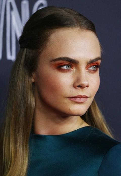 beauty-2015-12-red-eyeshadow-cara-delevingne-main